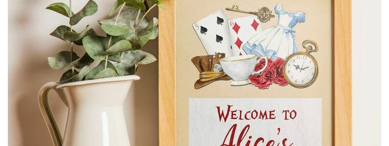 Alice In Wonderland Party Invitations & Inspiration